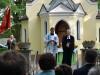 Pfarrer Christoph Keller (r.) und Pfarrer Andreas Erndl beim ökumenischen Gottesdienst vor der der Lourdes-Kapelle.